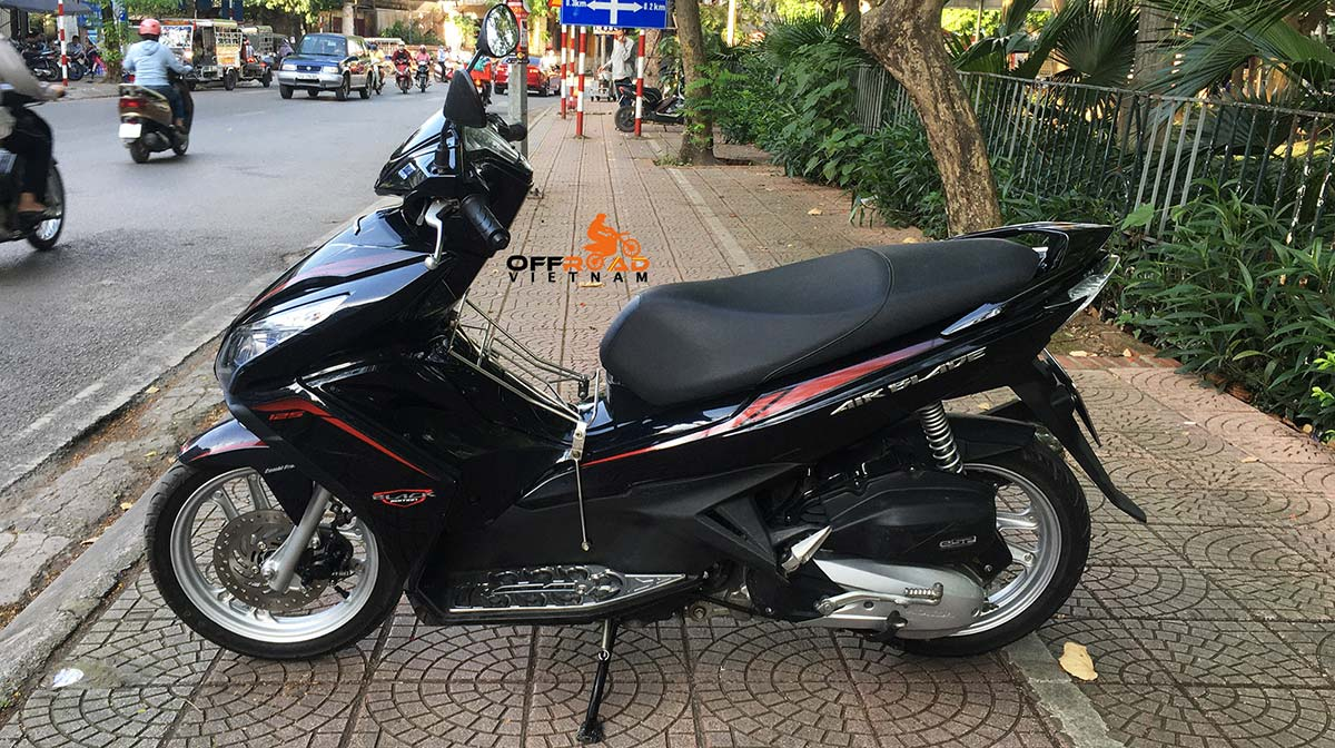 Hanoi Scooter Rental - Black Honda Air Blade 125cc rental in Hanoi for commuting.