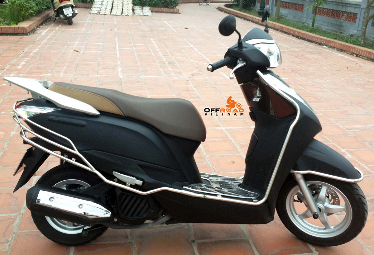 Hanoi Scooter Rental. Honda Lead 125cc automatic scooter hire in Hanoi, year 2014 matted black color.