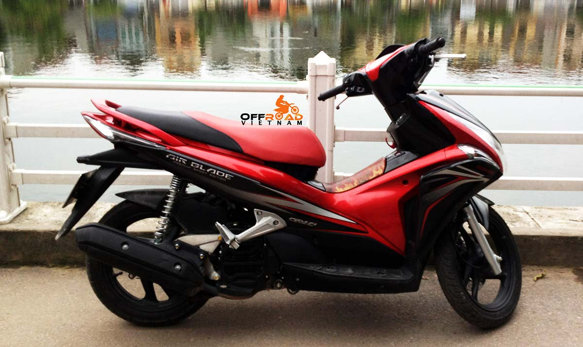 Honda 110cc fully automatic scooter Air Blade 2011, discontinued
