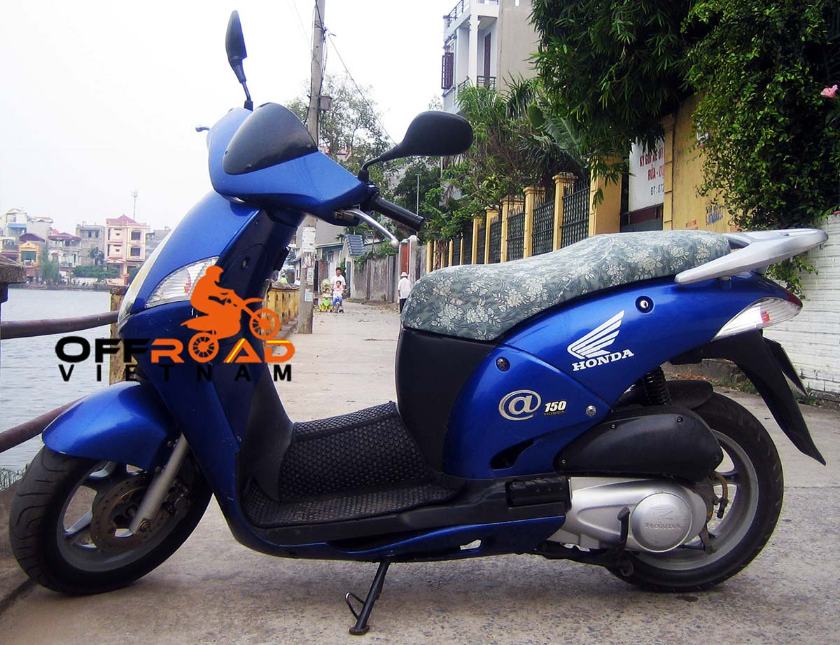 Hanoi Scooter Rental - discontinued 125cc Motor-Scooters Honda @ 125cc