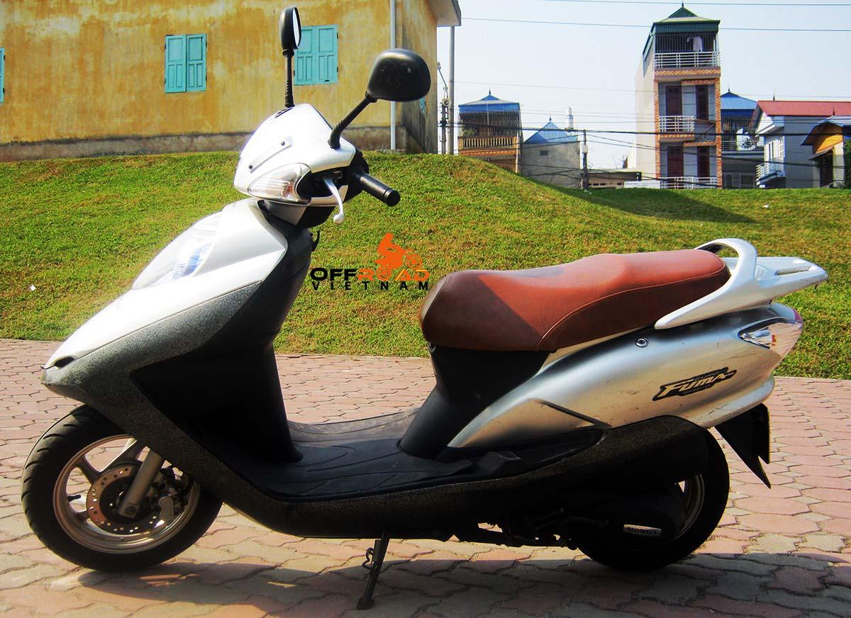 Hanoi Scooter Rental - 125cc Motor-Scooters Honda Joying or Fuma 125cc