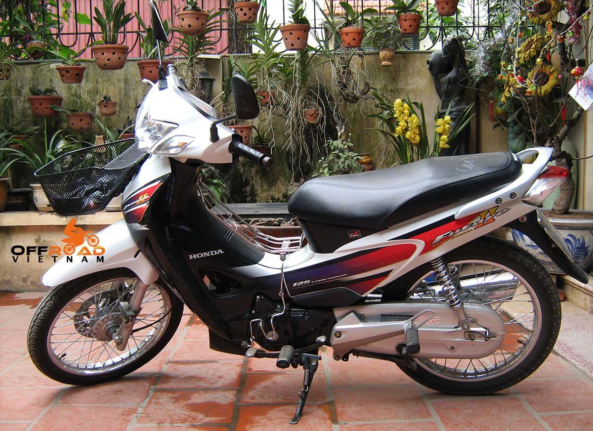 Hanoi Motorbike Rental - Discontinued 125cc Semi-Automatic Scooters: Honda semi-automatic scooter Future 2 125cc
