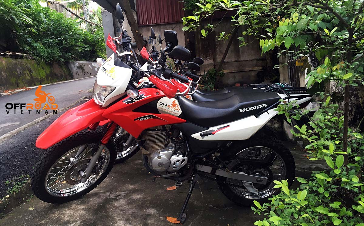 Honda XR150L For Rent In Hanoi - Hanoi Motorbike Rental. Red and White, front disc brake, back drum brake.