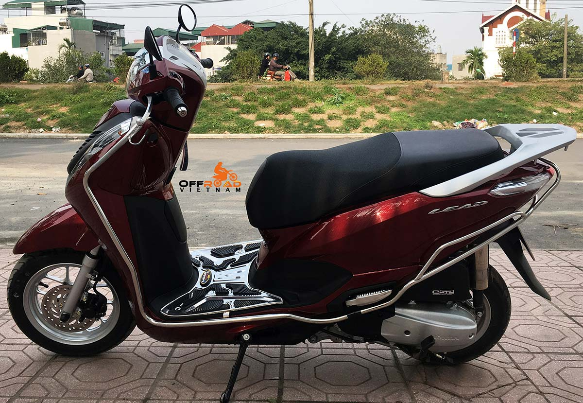 Hanoi Scooter Rental. Honda Lead 125cc automatic scooter hire in Hanoi, year 2018 red color.