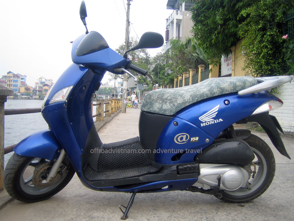 Hanoi Motorbike, Scooter Rental - 125cc Motor-Scooters: Honda fully automatic motor-scooter @ 125cc