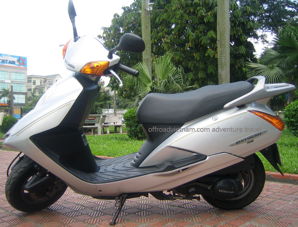 Hanoi Motorbike, Scooter Rental - 125cc Motor-Scooters: Honda fully automatic scooter @ Stream 125cc