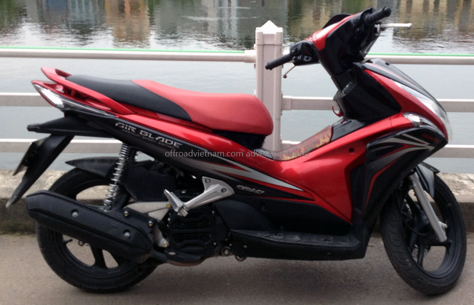 Honda fully automatic scooter Air Blade 110cc, discontinued