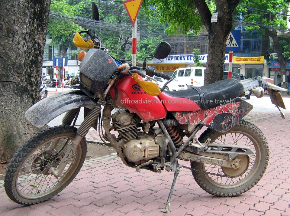 Hanoi Motorbike, Scooter Rental - 125cc Manual Bikes: Jialing Honda dirt bike XL 125cc