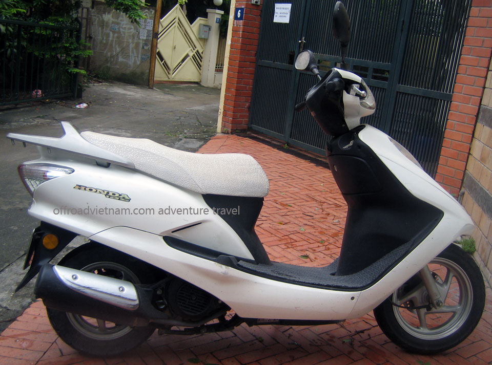 Hanoi Motorbike, Scooter Rental - 125cc Motor-Scooters: Honda fully automatic scooter Joying or Fuma 125cc
