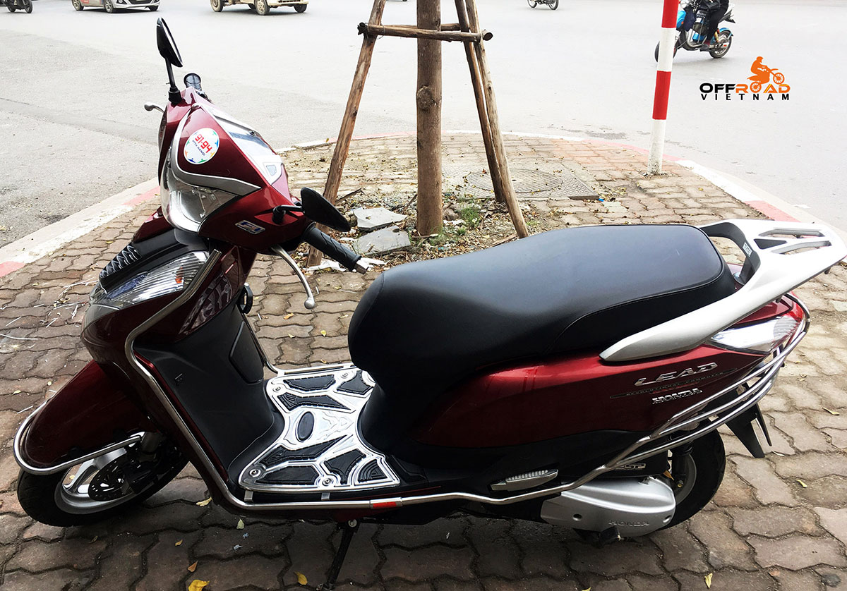 Hanoi Scooter Rental. Honda automatic scooter 2014 Lead 125cc