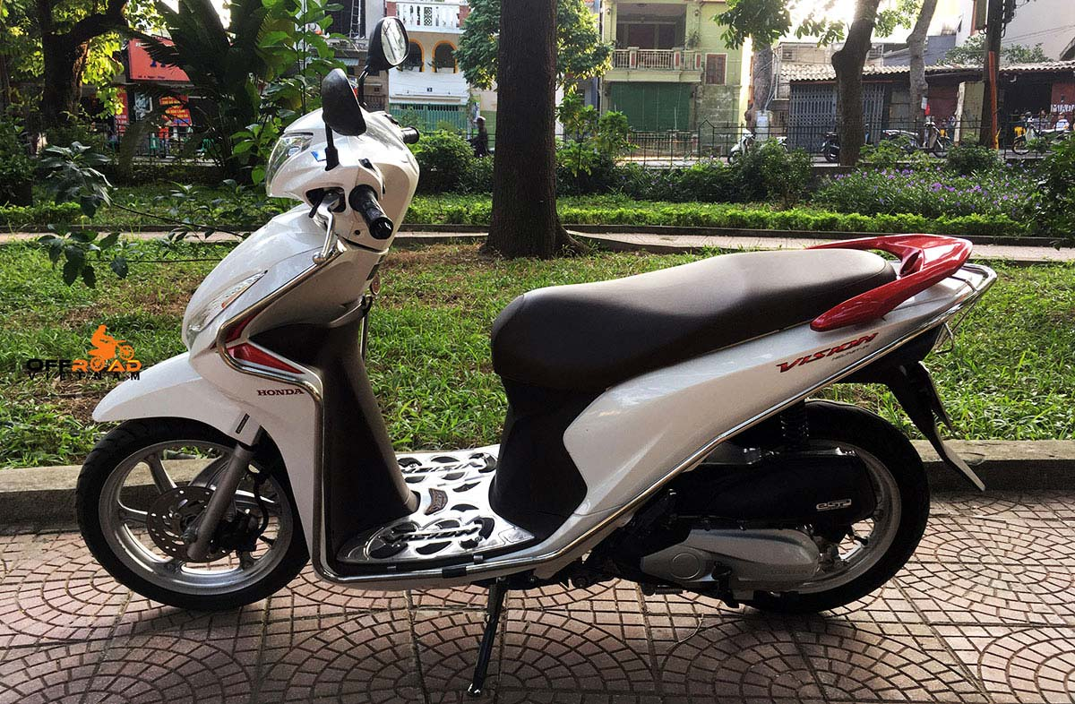Hanoi Scooter Rental. Honda automatic scooter 2015 Vision 110cc