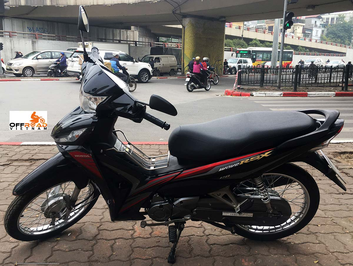 Hanoi Scooter Rental - Honda semi-automatic scooter Wave 110cc