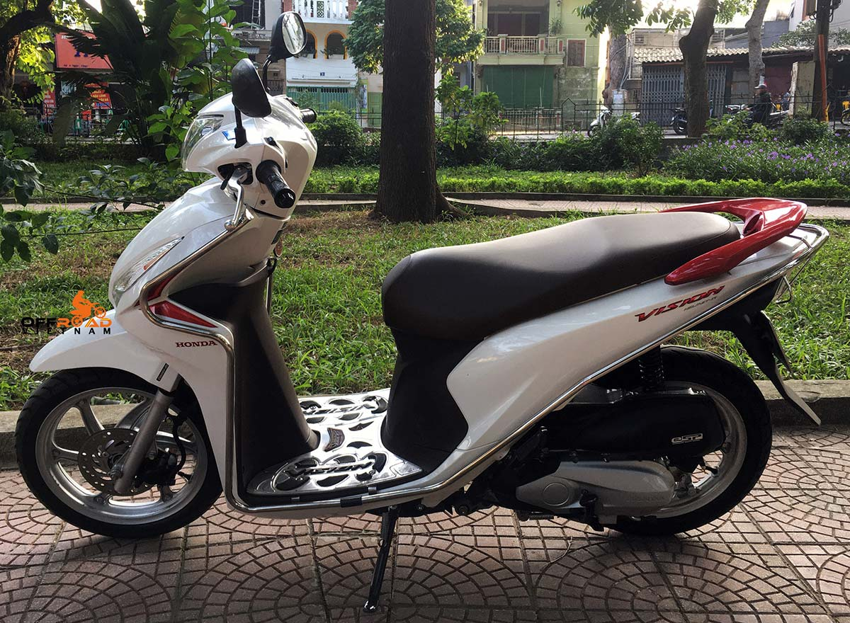 Hanoi Scooter Rental - Honda Vision 110cc For Rent in Hanoi, 2018 white color with stainless steel protection frame.